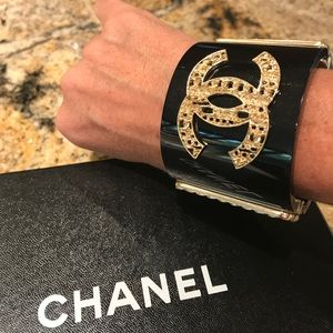 Authentic Chanel resin cuff black gold